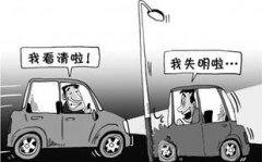 夜间开车怎么预防远光灯